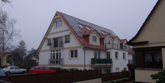 Dachparallel Mehrfamilienhaus